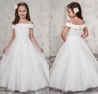 ingrosso top di organza bianca-2019 Bianco Flower Girl Dress Ball Gown al largo della spalla Lace Top Sash Zipper Piano Lunghezza Organza Puffy Kids Girls Abiti per la cerimonia nuziale