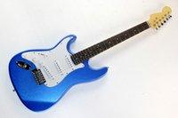 basswood verkauf großhandel-Heiße verkaufte linke blaue E-Gitarre mit weißem Schlagbrett und Palisandergriffbrett, 3 Pickups, Chrom-Hardware, Basswood-Korpus.
