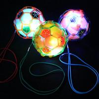 cuerda de bola intermitente al por mayor-Más vendido baile eléctrico de fútbol con cuerda resplandor música saltando pelota niños flash de juguete pelota hinchable al por mayor