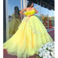 plumas de vestidos amarillos al por mayor-Falda hinchada amarilla brillante Vestidos de baile Novia Flores 3D Plumas Tallas grandes Vestido de gala Vestido de fiesta Vestido de fiesta de tul con gradas