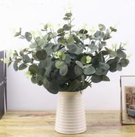 ingrosso piante da giardino-Foglie verde artificiale grande foglia di eucalipto piante parete materiale decorativo finte piante per la casa negozio di giardinaggio partito decorazioni GA680