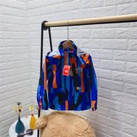 abrigo de patchwork niños al por mayor-Juniors Boys Girls Chaquetas de camuflaje Chaqueta rompevientos de patchwork de diseñador para niños The North Brand Abrigo con capucha de camuflaje de invierno Face Outwear B82804
