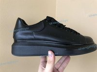 zapatos casuales de cuero negro para hombre al por mayor-2019 Negro para mujer para hombre Zapatillas Chaussures Plataforma hermosa Zapatillas de deporte casuales Diseñadores de lujo Zapatos Zapatos de cuero de color sólido Vestido con caja