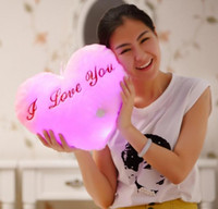 doldurulmuş aşk bebekleri toptan satış-Gift1 Dolması Bebekler LED kalp I LOVE U Işık Renkli Yastıklar Popüler Peluş Oyuncaklar Çocuklar için kız arkadaşı için shinning hediye