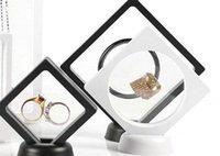 gemmes acryliques noires achat en gros de-7 * 7cm Noir Blanc Flottant Suspendu Présentoir PET Membrane Acrylique Pièces Gems Bijoux Porte-Titulaire Boîte 120 PCS