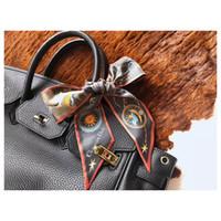 zwillingshandtasche schal großhandel-Heißer Verkauf Seide Handtasche Langen Schal schal für Frauen Hohe Qualität Italien Marke Full D logo Seidenschals kleine schals für Tasche Twilly schal