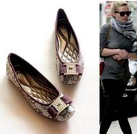 kadınlar için düz meşhur ayakkabılar toptan satış-Fot satış Bayanlar düz Ünlü Elbise Ayakkabı Loafer'lar Yassı Metal Toka Bale Daireler Kadın Koyun Sürüş Ayakkabı toptan