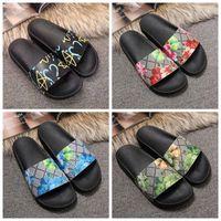 ingrosso ampie scarpe da tennis-Nuovi sandali delle donne dei sandali del progettista Scivolano il modo di estate i sandali piani sdrucciolevoli ampi Slipper Flip-flop il formato 35-46 contenitore di fiore