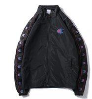 yaka kuplajı toptan satış-Klasik logo yüksek kalite siyah beyaz küçük taze rüzgarlık ceket erkekler ve kadınlar moda fermuar standı yaka mektubu ceket Çift ceketler
