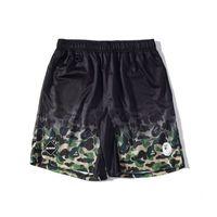 pantalones de camuflaje para hombres al por mayor-Summer Tide Brand Teenager Negro Blanco Camo Casual Pantalones cortos de playa Casual deportivo Hasta la rodilla Shorts pantalones