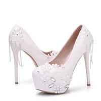 geschlossene spitzenschuhe großhandel-Luxus weiße Spitze campagus Hochzeit Schuhe Stiletto Plattform Frauen High Heels mit Strass Größe geschlossene Zeh Pumps Brautschuhe 2019