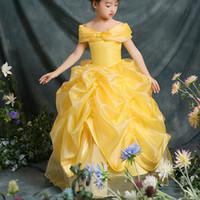 vestido de novia de organza amarillo al por mayor-2019 Vestidos de niña de las flores de organza amarilla para la boda Fuera del hombro Vestido de desfile para niñas Vestidos de primera comunión con cordones Vestido de desfile de princesa