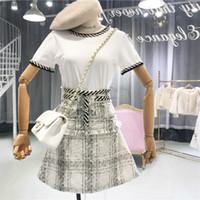 camiseta blanca con botones al por mayor-Nuevo 2019 Conjunto de 2 piezas de verano para mujer Moda de manga corta camisetas blancas + Tweed Plaid Button Tassel A-Line Falda Conjunto de traje de dama