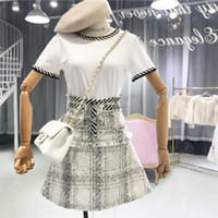 ingrosso maglietta bianca con bottone-Nuovo 2019 Estate 2 pezzi Set Moda donna manica corta T-shirt bianche + Tweed Plaid Button Tassel A-Line Skirt Set completo da donna