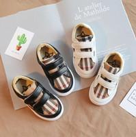 par boys shoe venda por atacado-Crianças Sapatilhas Xadrez 2 Cores Stripe Sapatos Casuais Designer de Tênis Crianças Baby Boy Running Shoes 2 pcs / par OOA7055