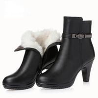 botines cómodos mujeres al por mayor-Cálido y confortable piel una de los zapatos de lana de invierno de la mujer botines de piel de vaca de 2020 nuevos zapatos de cuero de la manera de los altos talones de las mujeres de las botas