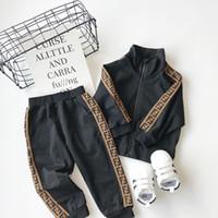 meninas quentes roupas formais venda por atacado-VENDA 2019 vestidos longos roupa de manga bebê meninos e meninas Fatos 2 Kids Clothing Set Hot Venda Moda Primavera Outono de Crianças