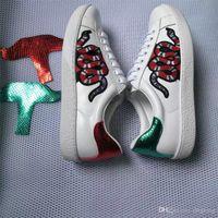 ingrosso scarpe fiore piatto bianco-Sneakers firmate in vera pelle da uomo Scarpe casual piatte da donna Scarpe sportive piatte ricamate a fiori in vera pelle di lusso in vera pelle bianca
