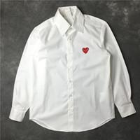 camisa roja pareja al por mayor-Buena calidad Moda Rojo / Negro Corazón Camisas para hombre Nuevo diseñador Casual Tops Rojo bordado del corazón Camisa Hombres Mujeres Parejas Camisa de lujo