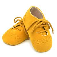 bordado niño bebé niño niña al por mayor-Boy Girl Soft Sole cuna zapatilla de deporte bordado Prewalker Sapatos 4 colores Toddler First Walker Baby Shoes