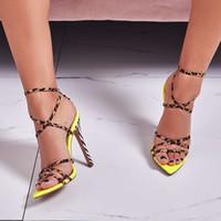 leopar topuklu sandaletler toptan satış-Leopar tasarımcı kadınlar yüksek topuklu sandalet sarı pembe renk çapraz bağlı stiletto topuk yaz lady parti ziyafet pompaları