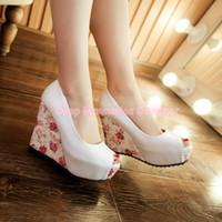 calçados brancos calcanhares venda por atacado-2019 Designer de calçados femininos nova cunha branca calcanhar noiva sapatos de casamento azul peep toe sapatos de salto alto plataforma da dama de honra