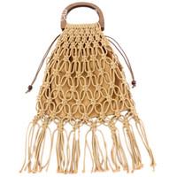 strohquasten strandtasche großhandel-Handmade Straw Woven Taschen Holzgriff Handtasche Aushöhlen String Quaste Strandtasche Für Frauen Mesh Totes Mode Lagerung Tote B