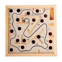 hölzernes labyrinthspiel groihandel-DHL Free Kids Labyrinth Spiel Labyrinth aus Holz Brett 20 Level Herausforderung Baby Kinder Gravity Gleichgewichtstraining Puzzle-Spiel-Spielzeug LA354