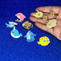 nette karikaturfische großhandel-Cartoon niedlichen Tier Fisch Brosche und Pin Marine Leben Taiyaki Wal Narwal Shark Puffer Fisch Octopus Dolphin Pins Buckle Revers Pin Drop Ship