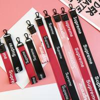telefonkastencharme großhandel-Designer Handyanhänger Charms Mix Color Lanyards für Handytasche Schlüsselanhänger Kreative Accessoires mit Brand Letter Print Rot Schwarz