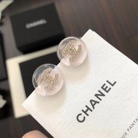 ingrosso l'orecchino acrilico ciondola-Lussuoso marchio di qualità superiore in ottone con perno pendente logo e diamante in acrilico con colore rosa chiaro per gioielli da donna regalo di nozze