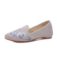 chinês algodão sapatos baixos venda por atacado-Mulheres Flats Algodão Tecido Bordar Senhoras Bailarina 2019 NOVA Verão Rasa Slip-on Sapatos de Estilo Chinês XWD7732