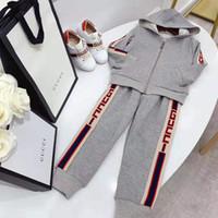 benannte kleidung großhandel-Babykleidung stellte Modetierentwurf 2019 ein warmer Kleidungssatz des Herbstwinters für Kinderbaby-fantastische Sportausstattungs-Markenkleidung