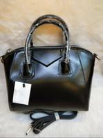 sacs à main d'épaule de moto achat en gros de-Givenchy Nouveau sac à main de mode dames épaule en bandoulière femme d'affaires ordinateur portable sac cuir boucle d'argent sac de moto taille: 28 * 17 * 25
