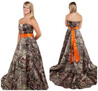 ingrosso abito di corsetto arancione-Abito da sposa senza spalline in camo con corsetto a fusciacca arancione indietro Plus Size Camo Abiti da sposa in tema campagna foresta Abiti personalizzati