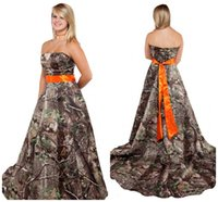 vestido de corsé naranja al por mayor-Vestido de novia de camuflaje sin tirantes con corsé de fajín naranja Volver Tallas grandes Camo Temático Bosque País Vestidos de novia Vestidos personalizados