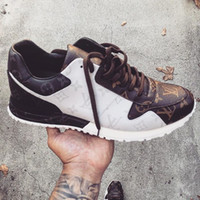 suelas de goma al por mayor-2019 Luxury Run Away Sneaker Moda casual para hombre Zapatos de diseñador con cordones Pinted Real Lether Zapatillas de goma Suela Rivoli Classic Flats Shoes
