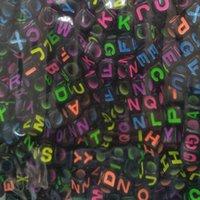 lucitwürfel großhandel-Gute Qualität 10mm Schwarz Acryl Alphabet Perlen Bunte Mischung Buchstaben Würfel Perlen Für Schmuck Machen 100 teile / los DIY Zubehör