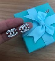 presentes caixa de jóias venda por atacado-Luxo Designer Brincos Para As Mulheres de Jóias Brilho De Prata Cor A + CZ Carta de Cristal Brincos para Festa de Casamento com Caixa de Presente
