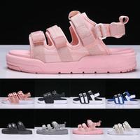 тапочки мальчики сандалии оптовых-2019 мода рим стиль сандалии мужчины женщины роскошные дизайнерские спортивные тапочки мальчики девочки Peep Toe сандалии широкие плоские скользкие ботинки