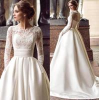 marfim casamento cetim vestidos vintage venda por atacado-Marfim vintage Lace Satin Appliqued Bateau mangas compridas vestidos de casamento de luxo Plus Size vestido de noiva