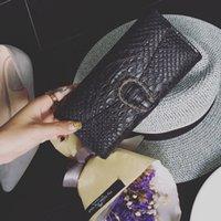 bloquear carteras al por mayor-Nuevo bolso femenino de otoño Cocodrilo coreano Snake Head Lock Monedero Moda Monedero triciclo billetera larga