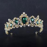 coronas del desfile de la vendimia al por mayor-KMVEXO Barroco Rojo Azul Verde Corona Cristal Tiaras nupciales Vintage Gold Accesorios para el cabello Boda Rhinestone Diadema Pageant Crowns
