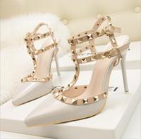 rotwein bräute groihandel-Hochzeit Frühling und Herbst Braut sexy Schuhe Luxus High Heels Lackleder Niet einzelne Schuhgröße 34-39 Farbe; rot, nackte Farbe, weinrot