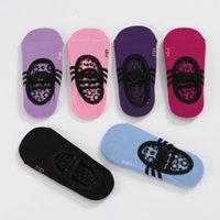 calcetines de yoga al por mayor-Calcetines de las mujeres Yoga antideslizante dama niñas grandes deporte pilates ballet calcetines de gimnasia calcetines fo 7 color diferente