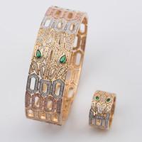 anillo de ojo verde al por mayor-Conjuntos de joyería de marca de moda de lujo Lady Brass Ahueca hacia fuera Diamante completo Ojos verdes Serpiente Serpenti 18K Gold Bracelets Rings Sets (1Sets)