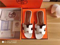 frau sandalen 42 großhandel-Frauen Sandalen Designer Schuhe Luxus Slide Sommer Mode Breite Flache Slippery Sandalen Slipper Flip Flop größe 35-42