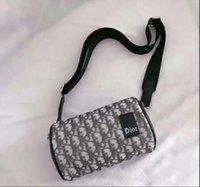 güzel d toptan satış-2019 bahar yeni trend moda bayanlar D kelime yastık çanta büyük kapasiteli Messenger çanta çok güzel çanta