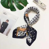 ingrosso big lace scarf-Designer Small Small Satin Sciarpa con collo scollato Foulard Femme Bandana Elegante cravatta con capelli per donna Band Wrap Fazzoletto Sjaal