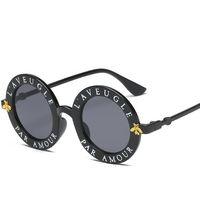 nakliye güneş gözlüğü toptan satış-Yuvarlak Güneş Gözlüğü İngilizce Harfler Küçük Arı Güneş Gözlükleri Erkek Kadın Marka Gözlük Tasarımcısı Moda Erkek Kadın ücretsiz kargo